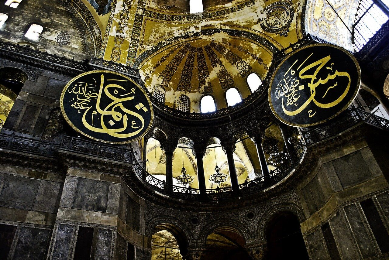 10 Characteristics Of Islam - What Kind of Religion is Islam?