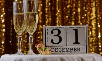 Tips For Organizing a New Year's Eve Party With a Low Budget