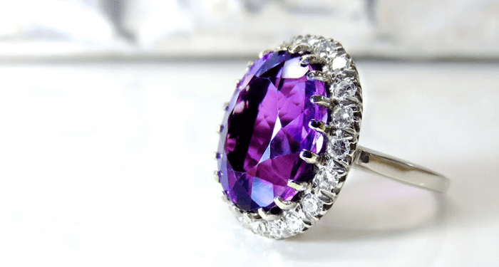 For wives who love jewelry