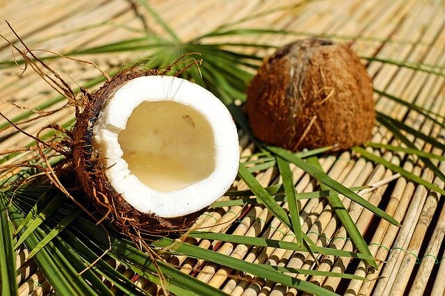 Coconut Oil: The Benefits for Head and Hair