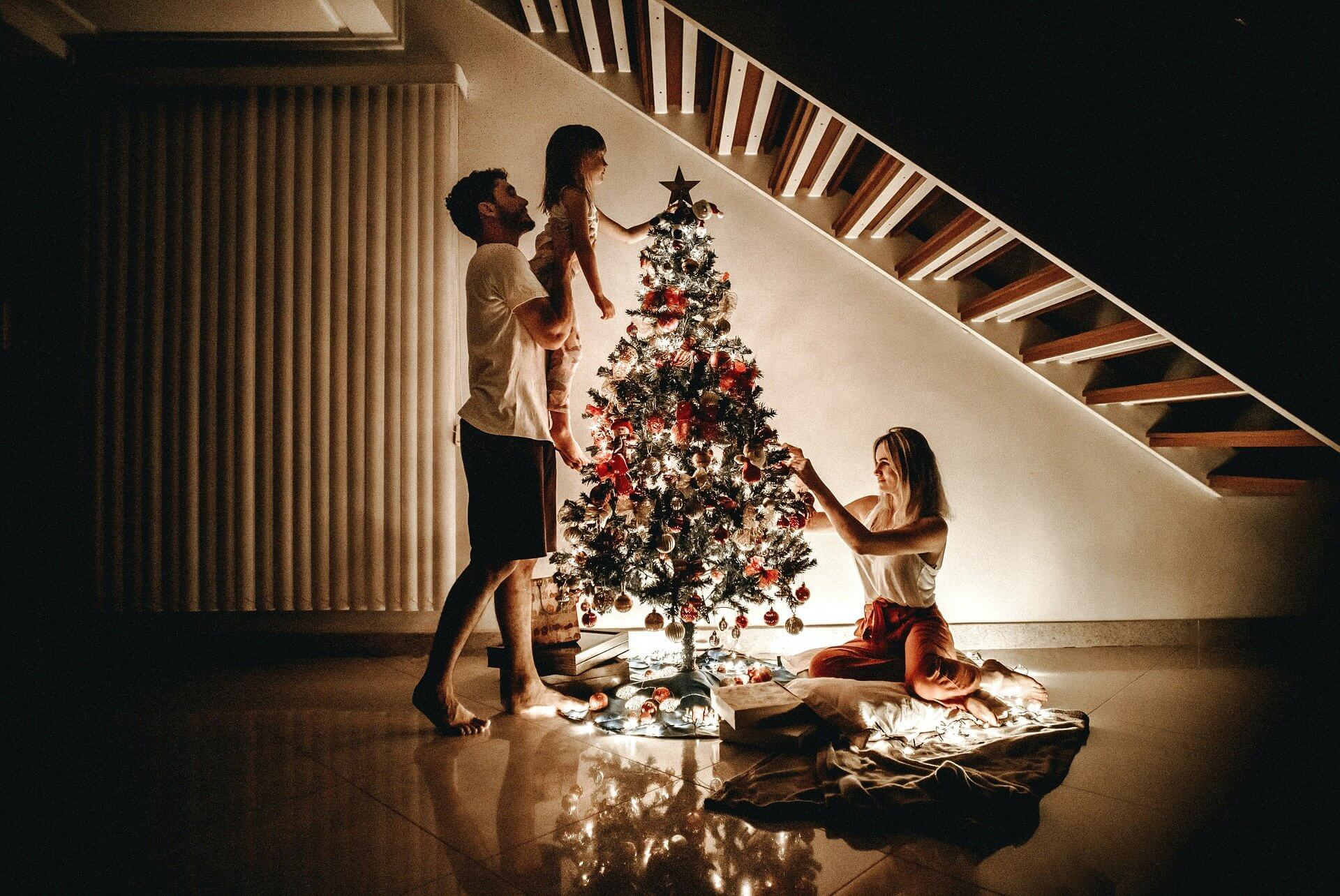 Christmas: 7 Keys To Decorate The Tree As a Family