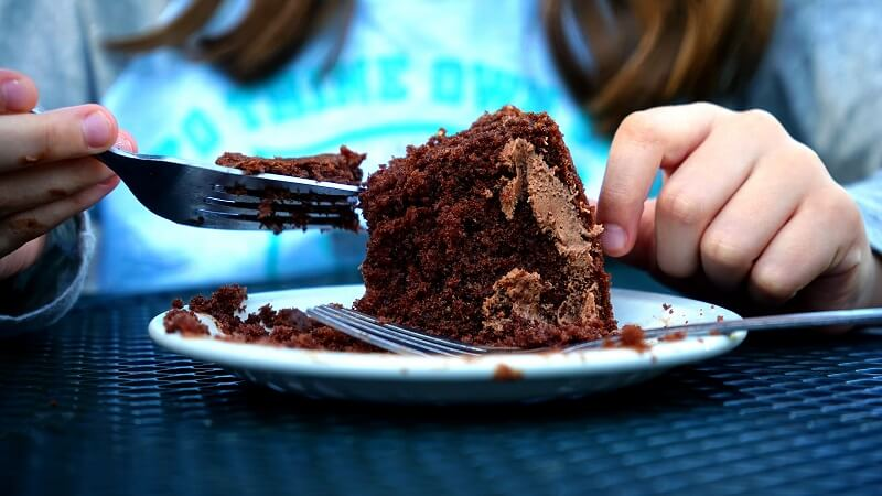 Sweet Chocolate Cake Day Love Messages for Boyfriend, Girlfriend, Husband, Wife